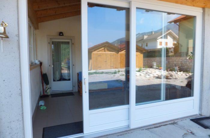 Porte finestre scorrevole pvc finestre dehor pvc for Porte e finestre pvc